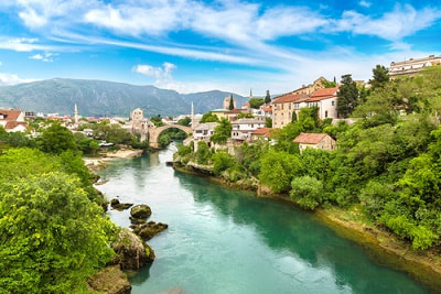 US Expat Taxes for Americans Living in Bosnia and Herzegovina – Everything You Need to Know